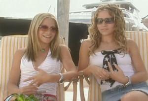 ... 15let tak Ash nosila více kudrnaté vlasy než hladké. (V levo dole